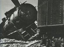 东北抗日联军炸毁日军的列车