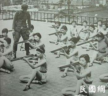 卫立煌审问日本军妓后感叹,这真是个疯狂得可怕的民族!