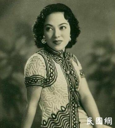 这个绝美女星唱红了〈夜来香〉,差点被枪决,后成国会议员