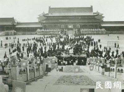 老照片旧时光:孙中山逝世后出殡,街头万人护送!