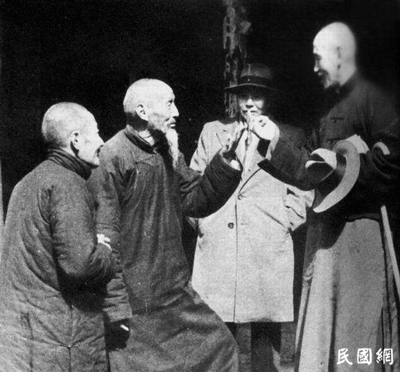 蒋介石被乡亲问何时归来,他伸三根手指