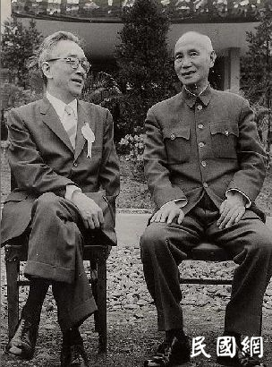 在民主与独裁的边缘,蒋介石为何输掉一手好牌
